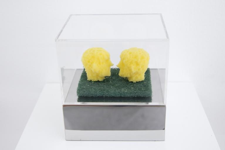 周文斗, 海绵 - 面对面, 2006, 海绵, 9 x 6 x 4.5厘米