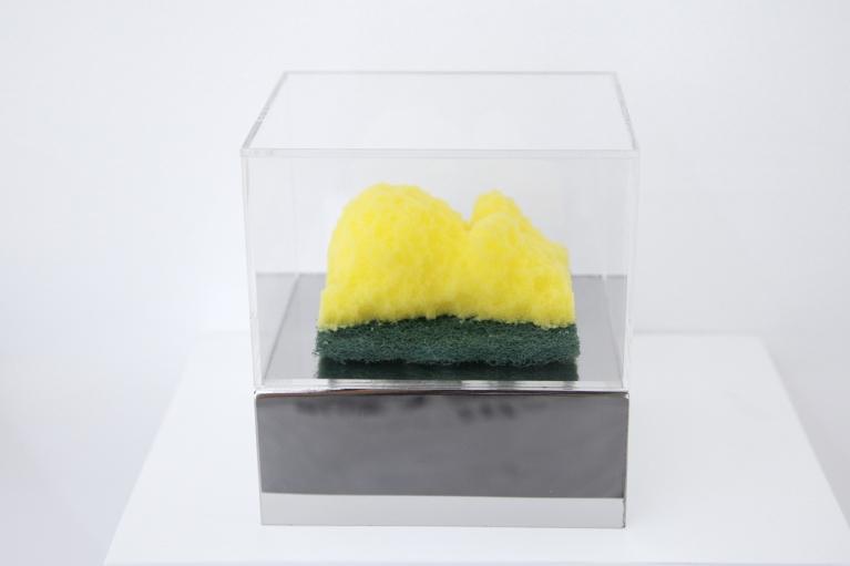周文斗, 海绵 - 怀孕, 2006, 海绵, 9 x 6 x 4.5厘米