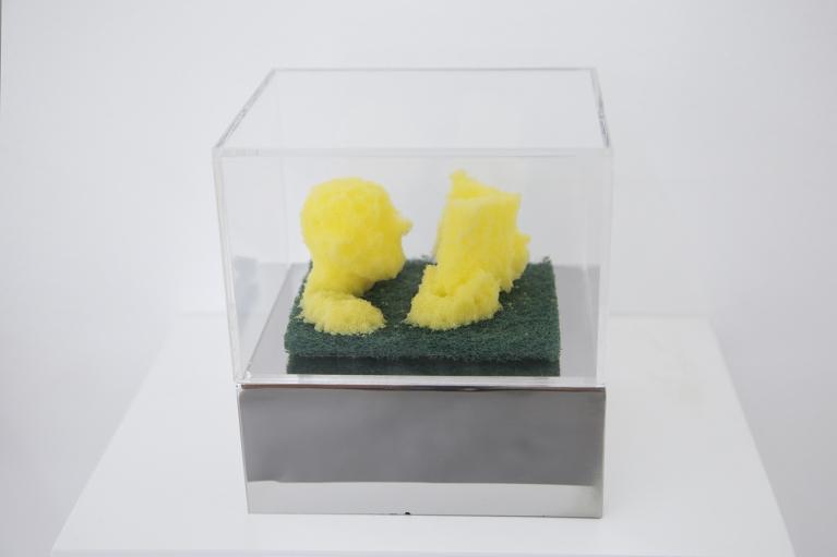 周文斗, 海绵 - 阅读, 2006, 海绵, 9 x 6 x 4.5厘米