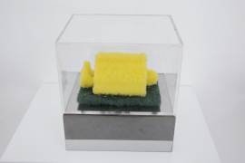 Zhou Wendou, Sponge Pop –Human and Book, 2006, Éponge, 9 x 6 x 4.5 cm