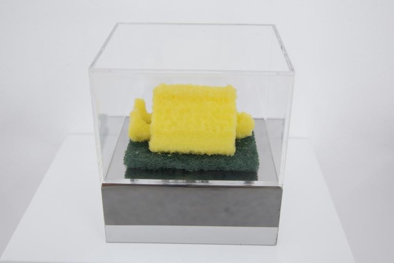 周文斗, 海绵 - 人与书, 2006, 海绵, 9 x 6 x 4.5厘米