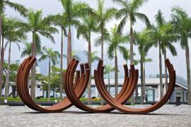 Bernar Venet, 218.5º Arc x 21, 2006, Cor-ten steel, 330 x 410 cm