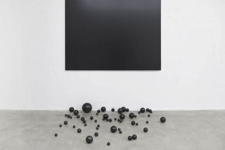 Zhou Wendou, Fallen Borders, 2015, Aluminium-plastic board, foam balls (5 - 18 cm), tar paint, 190 x 140 cm