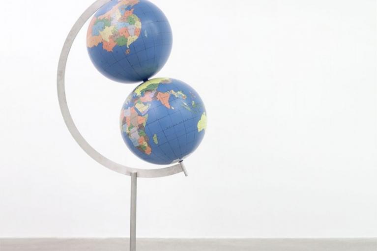 周文斗, 两个世界 - 中国, 2015, 不锈钢, 丙烯, 155 x 85 x 50厘米