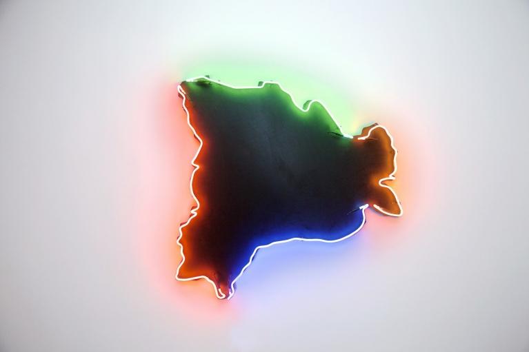 Zhou Wendou, Remaining Borders, 2015, Neon light, Wooden board, 130 x 130 x 12 cm