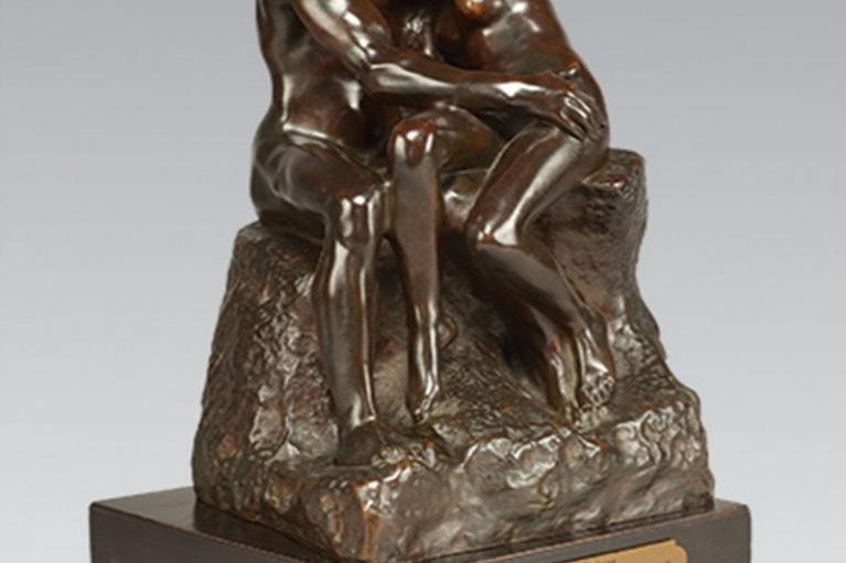 Le Baiser, quatrième réduction ou petit modèle, 約1886構思, 1898-1918完成, 深棕綠鏽青銅, 25.2 x 15.7 x 16.2 厘米