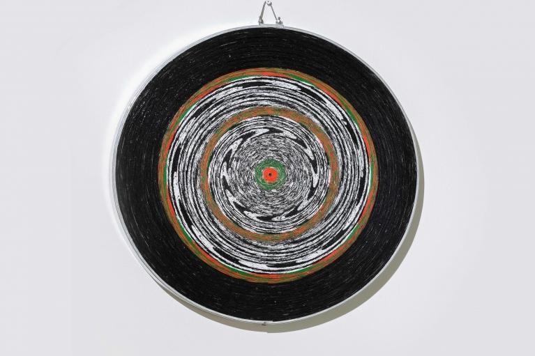 周文斗,靶子,2017,紙質飛標盤,直徑48厘米