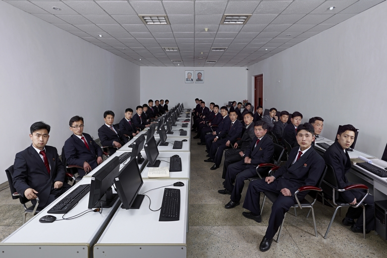 王国峰, North Korea 2014 – University Students at E-Library of Kim Chaek University of Technology, 2014, Giclee打印, 240 x 395 厘米