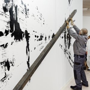 BERNAR VENET: THE STEEL BAR AND THE PICTORIAL MEMORY OF THE GESTURE