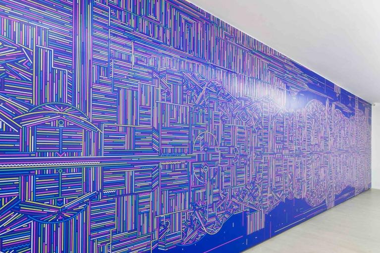 陆新建,倒影/香港,2016,布面丙烯,300 x 1200 厘米 (展览现场图)