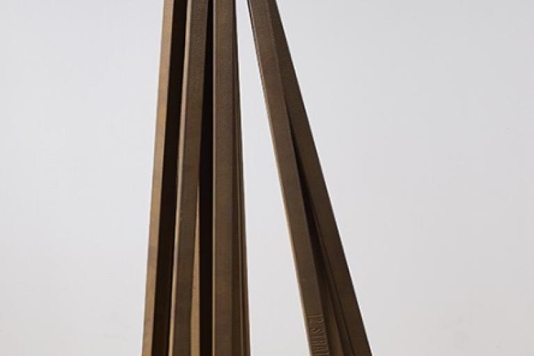 Bernar Venet, 12 Straight Lines, 2009, 钢, 103 x 41.5 x 41.5 厘米