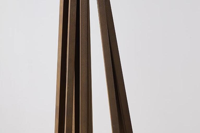 Bernar Venet, 12 Straight Line, 2009, 鋼, 103 x 41.5 x 41.5 厘米