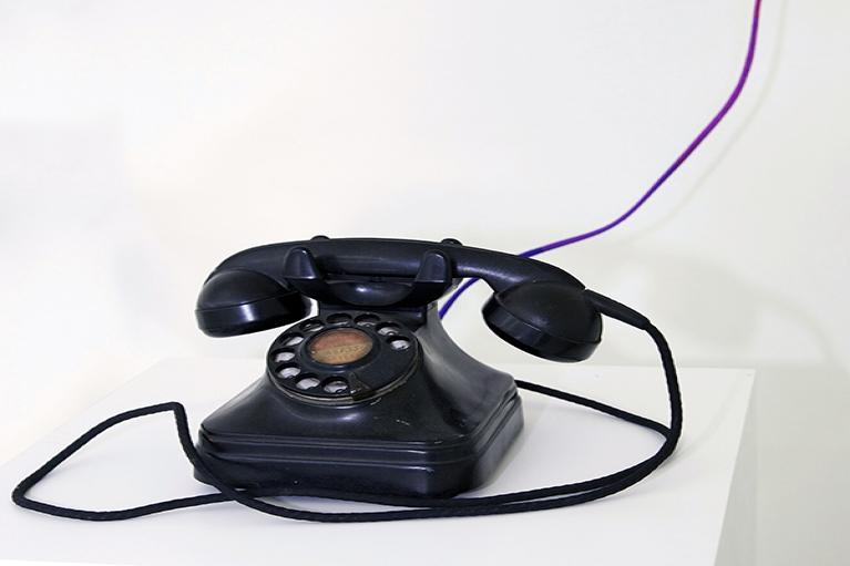 林菁菁, 永远不会消失,永远不会到达, 2015, 装置, 旋转式电话, 线, 28 x 18 x 14 厘米