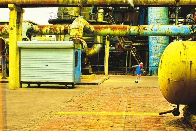 林菁菁, 中国梦:阳光灿烂的午后, 2015, 印刷, 布本丙烯和线, 130 x 260 厘米