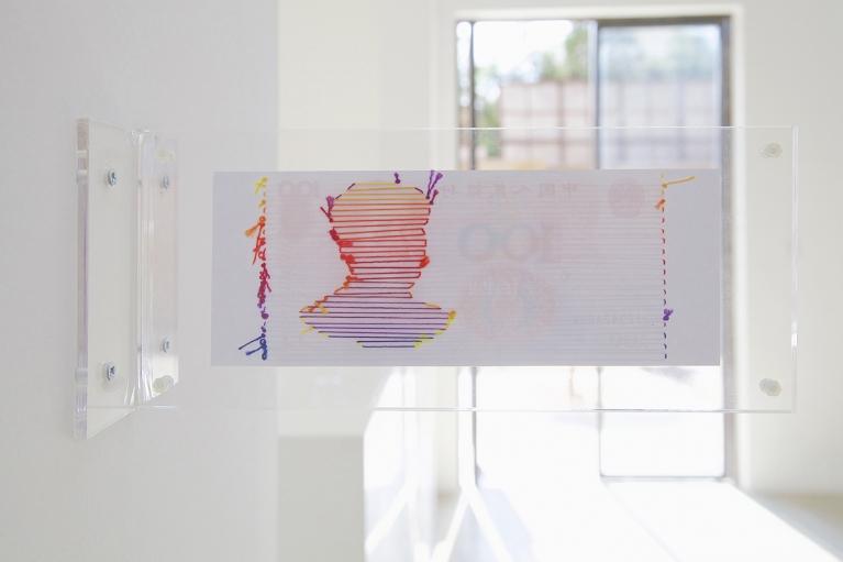 林菁菁, 生存就是硬道理, 2015, 装置, 彩色复印, 线, 11 x 26 x 10 厘米