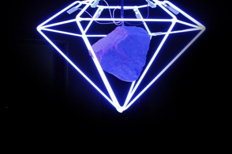 Zhou Wendou, Diamond Dreams 3 – Red, Diamond Dreams 4 – Blue, Diamond Dreams 5 – White, 2010, Installation, Neon light, Resin rock, 85 x 85 x 80 cm (Red and Blue), 85 x 160 x 85 cm (White)