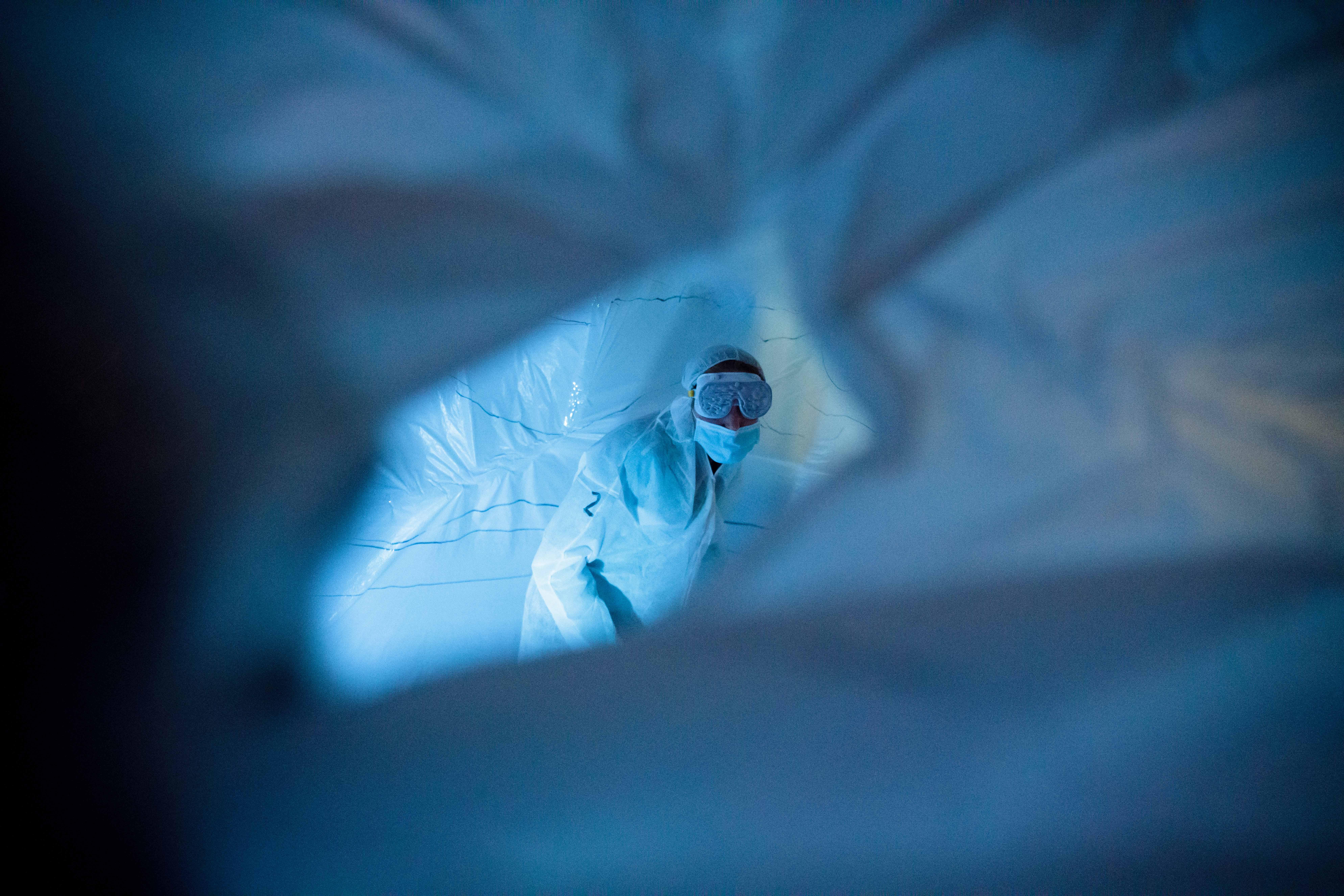 陆浩明参与沉浸式装置作品《白细胞》